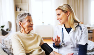 lady healthcare staff talking with the senior woman